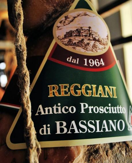 Prosciutto di Bassiano Classico Senza Osso Addobbo Normale 8,5 Kg - stagionatura 15 mesi - Reggiani